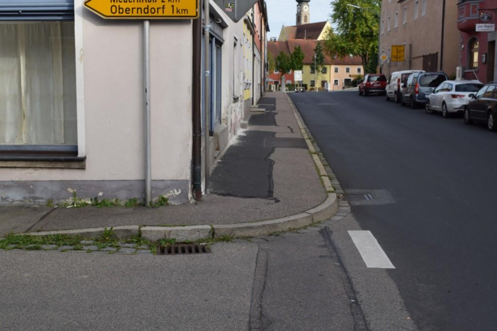 04_Gehwegabsenkung_Hauptstrasse_NKD_ggü